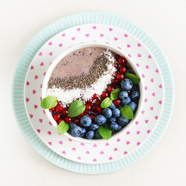 Borówkowe smoothie bowl