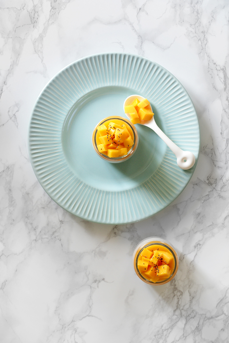 Bananowy pudding chia z musem z mango
