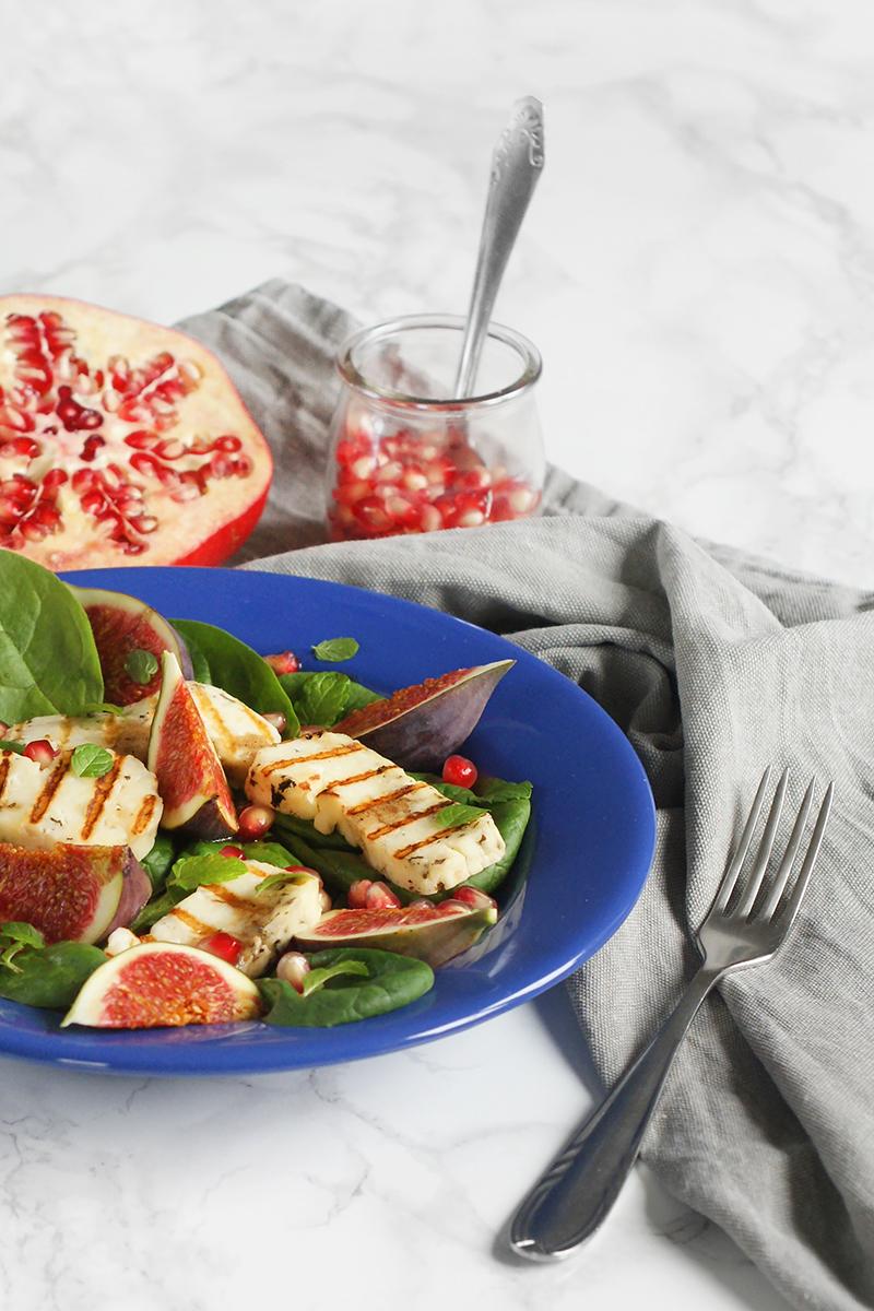 Sałatka z figami i grillowanym serem halloumi