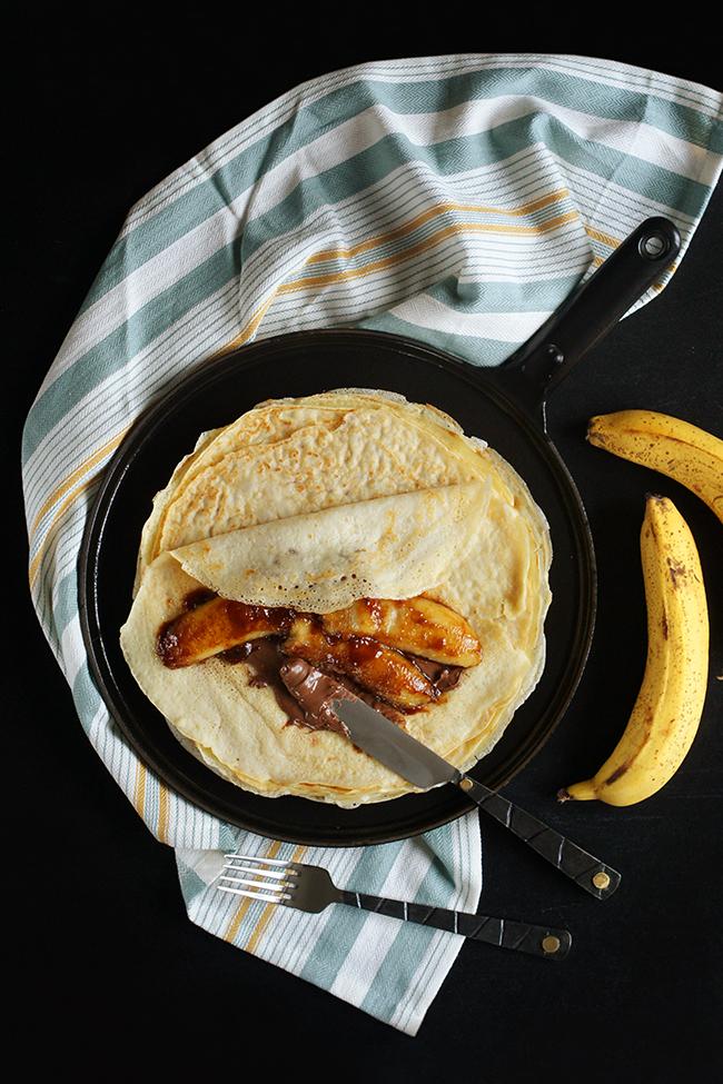 Naleśniki z nutellą i karmelizowanym bananem