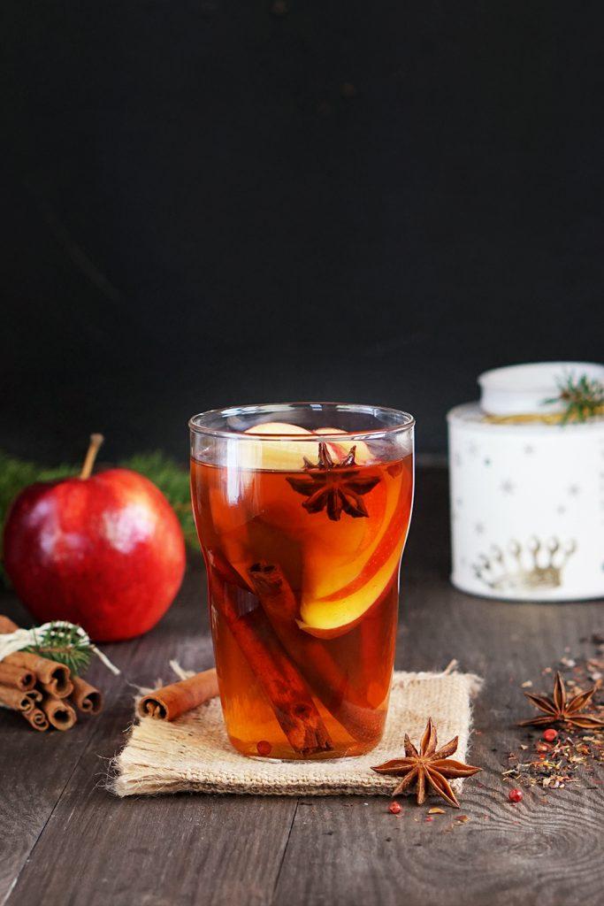 Rozgrzewająca herbata z jabłkiem i anyżem