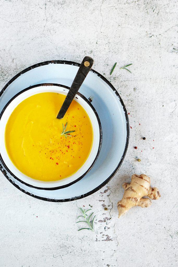 Rozgrzewająca zupa-krem z pieczonych marchewek
