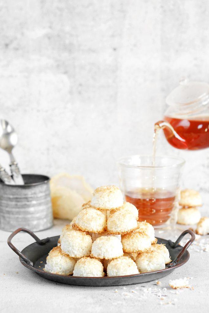 Kokosanki podane z herbatą