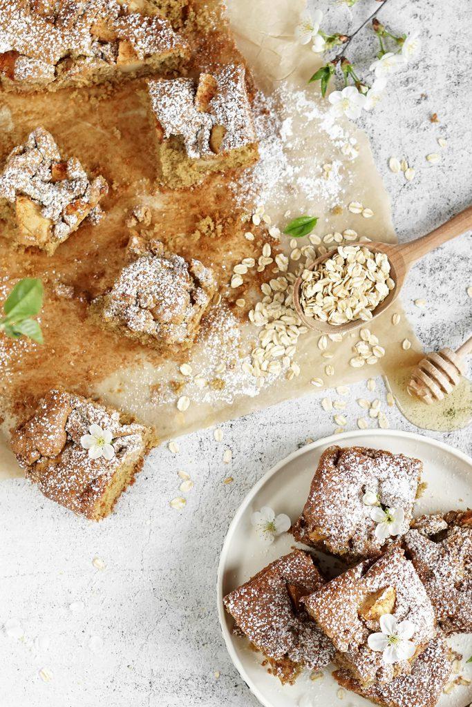 Owsiane ciasto z jabłkami i orzechową kuszoną FIT