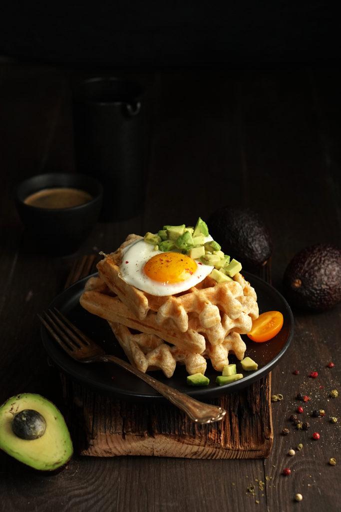 Gofry serowe z jajkiem